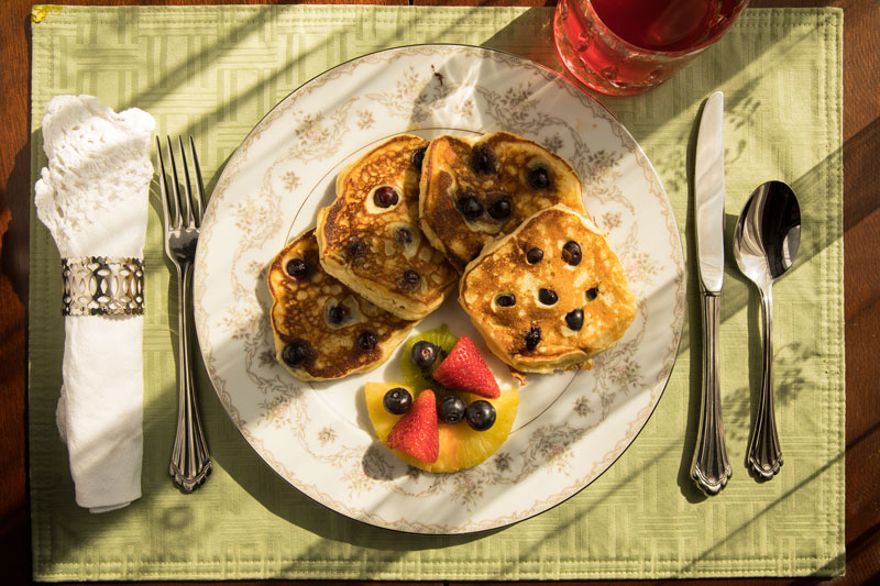 Lemon ricotta pankakes with blueberries